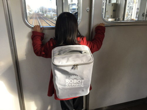 電車内の子どもの様子