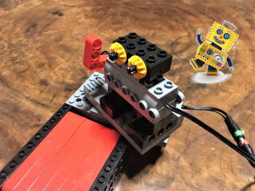 ペグで左右に動くようになったロボット