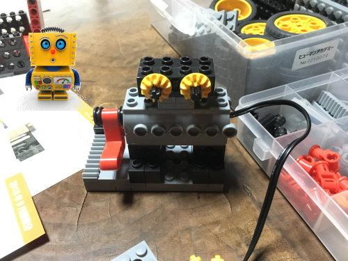 顔がキュートな自作のロボット