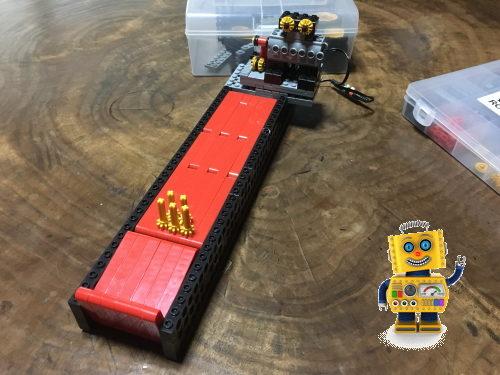 ボウリングして遊べるロボット