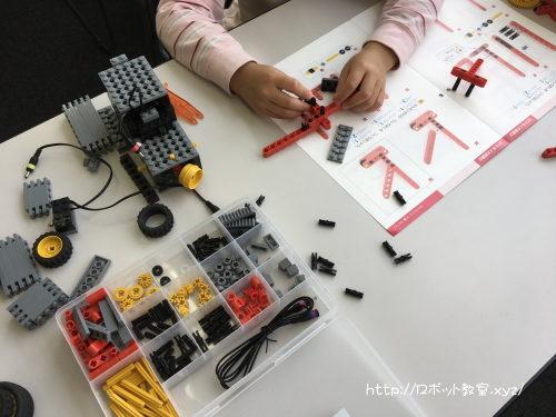 小学1年生には難しい?作りかけロボット