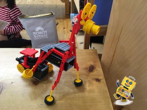 ヒューマンアカデミーロボット教室の馬型ロボット・パカラー