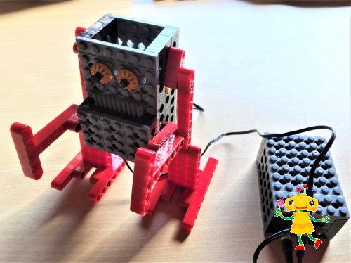 小学1年生が集中してロボットを作った